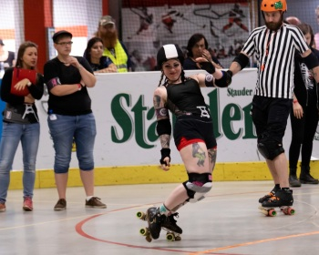 Thorsten-Lasrich-RuhrPott-Roller-Girls-vs-Harbor-Girls-Hamburg-11