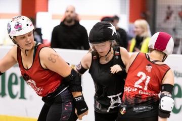 Thorsten-Lasrich-RuhrPott-Roller-Girls-vs-Blockforest-Roller-Derby-109