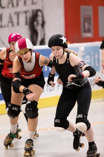 Thorsten-Lasrich-RuhrPott-Roller-Girls-vs-Blockforest-Roller-Derby-113