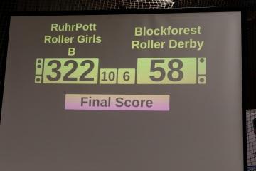 Thorsten-Lasrich-RuhrPott-Roller-Girls-vs-Blockforest-Roller-Derby-140