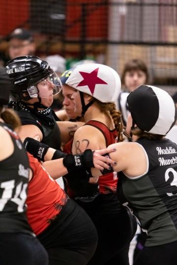 Thorsten-Lasrich-RuhrPott-Roller-Girls-vs-Blockforest-Roller-Derby-31
