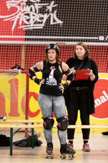 Thorsten-Lasrich-RuhrPott-Roller-Girls-vs-Blockforest-Roller-Derby-33