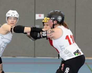 Thorsten-Lasrich-Zombie-Rollergirlz-vs-Bear-City-Roller-Derby-15