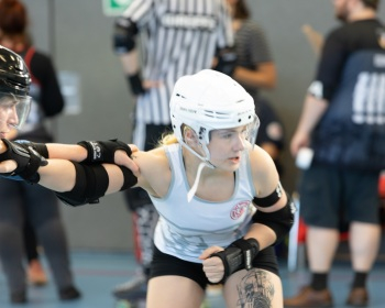 Thorsten-Lasrich-Zombie-Rollergirlz-vs-Bear-City-Roller-Derby-19