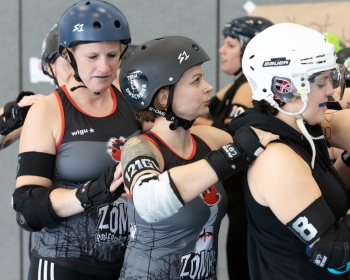 Thorsten-Lasrich-Zombie-Rollergirlz-vs-Bear-City-Roller-Derby-23