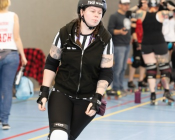 Thorsten-Lasrich-Zombie-Rollergirlz-vs-Bear-City-Roller-Derby-8