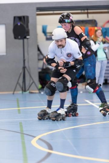 Thorsten-Lasrich-Battlecats-Rollergirls-Zombie-Rollergirlz-vs-Rollerderby-Erfurt-24