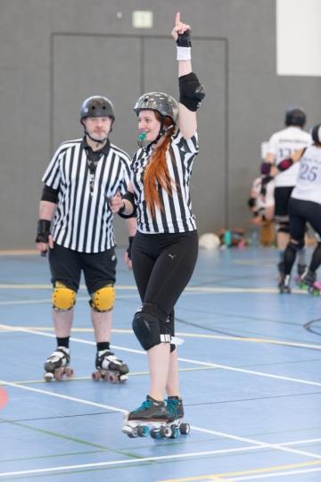 Thorsten-Lasrich-Battlecats-Rollergirls-Zombie-Rollergirlz-vs-Rollerderby-Erfurt-45