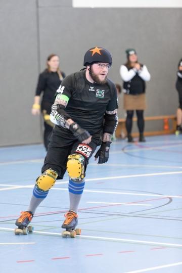 Thorsten-Lasrich-Battlecats-Rollergirls-Zombie-Rollergirlz-vs-Rollerderby-Erfurt-48