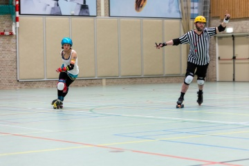 Thorsten-Lasrich-Arnhem-Fallen-Angels-Twente-vs-Mine-Monsters-Oberhausen-Zombie-Rollergirlz-26