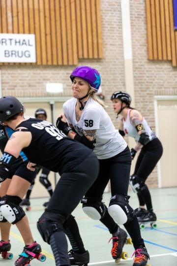 Thorsten-Lasrich-Arnhem-Fallen-Angels-Twente-vs-Mine-Monsters-Oberhausen-Zombie-Rollergirlz-37