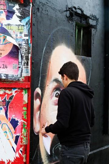 Strßenkünstler an der Berliner Mauer (Eastside Gallery)