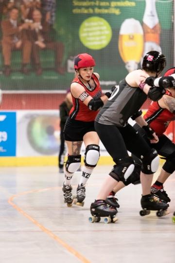 Thorsten-Lasrich-Ruhrpott-Rollergirls-vs-Sucker-Punch-Roller-Derby-13