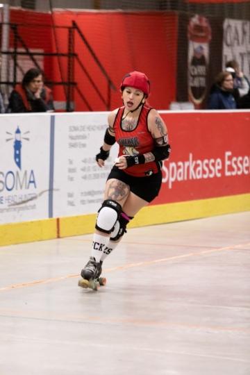 Thorsten-Lasrich-Ruhrpott-Rollergirls-vs-Sucker-Punch-Roller-Derby-88