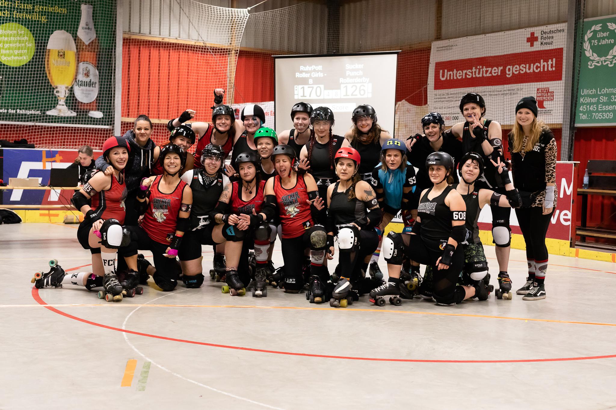 Gruppenfoto Heimspiel Ruhrpott Rollergirls vs Sucker Punch Roller Derby